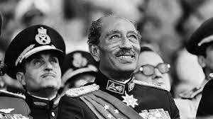 """لماذا غير الرئيس محمد أنور السادات """"اسمه"""" بعد تخرجه من الحربية"""