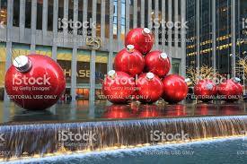 Christbaumschmuck In Der 6th Avenue Stockfoto Und Mehr