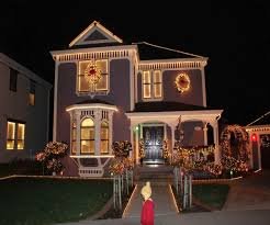 Hanging Icicle Lights On House Pin By Caitlin Gill On Griswolds Christmas House Lights