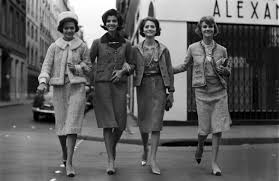 chanel jersey. then, the chanel suit was born and became a status symbol for new generation. made of solid or tweed fabric, it comprised slim skirt jersey l