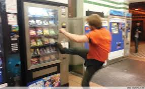 Man Vs Vending Machine Awesome 48 леденящих душу фотографий торговых автоматов Vendoved