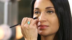 3 tips to choose the right concealer for your skin tone