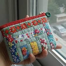 Pin de Sondra Wade em Small bags, cosmetic bags, wallets & etc |  Necessaires patchwork, Bolsa de patchwork, Bolsa em patchwork