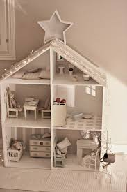 What a charming bunny dollhouse!