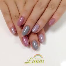 単色色違いネイルのコツデザイン人気のピンクやグレーなどの画像
