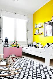 Best 25+ Yellow wall decor ideas on Pinterest | Yellow wall paints ...