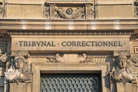 Le maire de Ouistreham Romain Bail a été jugé ce mardi pour avoir verbalisé des personnes qui s'étaient garées dans sa rue pour venir en aide aux migrants. La procureure a requis six mois de prison avec sursis et 10.000 euros d'amende. La décision sera rendue le 2 juillet 2019.