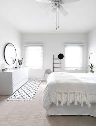 Minimalist decor with white sheets and small pillows.