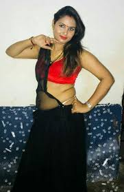 Desi mature aunty show navel