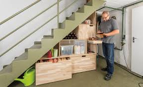 Ein treppenschrank schafft maßgeschneiderte platzverhältnisse und ihre ganz persönliche stauraumlösung. Treppenschrank Selbst De