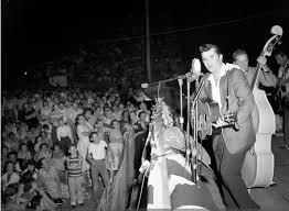 Warren Smith on stage, Mississippi, 1958 | Rockabilly music, Rockabilly  boys, Rock and roll