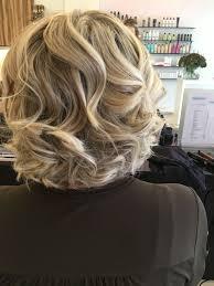 Kort Haar Blond Haar Highlights Krullen Waves Kapsels Salon
