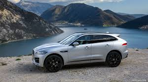 2017 Jaguar F-PACE 2.0d R-Sport AWD Diesel (Color: Rhodium Silver) - Side  Wallpaper