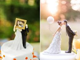 wedding cake toppers. couple with a frame cake topper and kissing balloon bouquet | wedding toppers