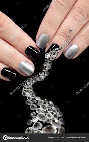 černá Stříbrná Manikúra Krátké Nehty Designem Rozptyl Kamínky