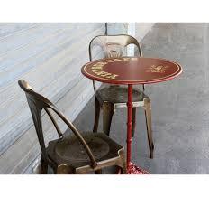 Table de café rouge acier