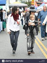 Sara Gilbert and Linda Perry take their son Rhodes to the Farmers Stock  Photo - Alamy