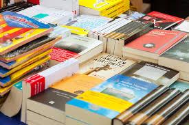 Bücher Auf Straßenställen In Barcelona, Katalonien Redaktionelles Foto -  Bild von katalonien, straßenställen: 30678646