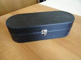 younique leather embossed hard make up presenters case trunk