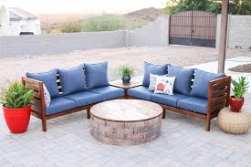 today i m partnering with thompson s waterseal to bring the indoors out and share this beautiful diy outdoor sectional sofa to help make your backyard