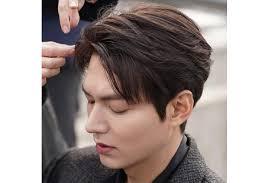 Potongan model rambut mohawk mandarin ini sangat cocok bagi kamu yang berambut ikal. 20 Gaya Rambut Ala Korea Atau Yang Cocok Untuk Pria Indonesia Updated 2021 Bukareview