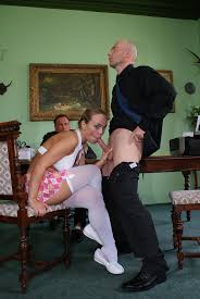 Photos de dot porno XXX Horny teen Euro Mia Leone plugs her pussy.