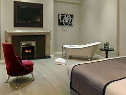 room 26 at the greenwich hotel london features a bathtub in the centre of the room