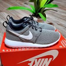Nike Roshe One Women S Black White Running Shoes Nwt