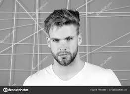 Vousatý Muž S Blond Vlasy A účes Macho S Vousy Na Neoholený Obličej