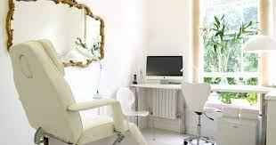 Nas salas de espera dos consultórios, sejam elas de quais tamanhos forem, a escolha dos móveis deve priorizar o conforto antes da questão estética. Decoracao Para Clinica Estetica Habitare Casa E Decoracao