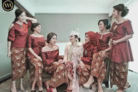Anda bisa mencari inspirasi dari model baju kebaya model baju kebaya jumputan sangat cocok digunakan untuk segala usia. 19 Seragam Bridesmaids Terbaik Yang Bisa Ditiru Elegan Banget
