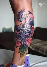 татуировка на голени у девушки цветы фото рисунки эскизы