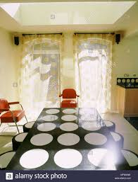 Moderne Esszimmer Gardinen Schwarzer Tisch Mit Weißer Kreis