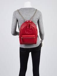 gucci red pebbled leather soho chain backpack bag