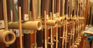 Ladolado merupakan alat musik tradisional yang dimainkan dengan cara dipukul menggunakan alat tertentu. 15 Alat Musik Daerah Dan Asalnya Gambar Lengkap
