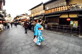 geisha hunting in kyoto wander the map kyoto photo essay wander the map