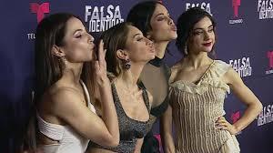 """¡los Estreno De Alfombra Telemundo Identidad"""" """"falsa Protagonistas Roja La Brillaron Del En"""