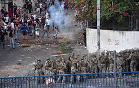 لبنان: انهيار غير مسبوق لليرة واشتباكات مصحوبة باعتذار الحريري عن تشكيل  الحكومة - CNN Arabic
