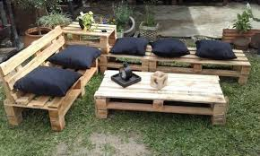 outdoor furniture pallets. A Couch And Pallets Table To Provide You Best Relaxing Time Comfort In Your Outdoor Area. The Navy-blue Color Cushions On This Furniture S