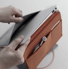 felt case is a minimal ipad macbook air tablet case designed by cloud co for the case only takes up a small e within your bag but serves its purpose as