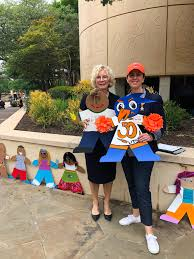 "UTSA on Twitter: ""It's #CardboardKidSA Reveal Day, 'Runners! #UTSA First  Lady Peggy Eighmy and President & CEO of @ChildSafe Kim Abernethy are here  to see all the #UTSACardboardKids you designed 👭🤙🏼 #UTSA…"