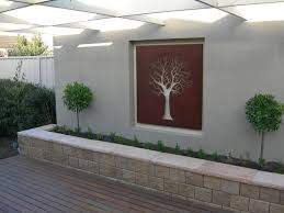 Decorations:Unique Garden With Modern Design Using White Outdoor Accent Wall  Feat Wall Arts Outdoor
