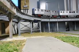 cta o scale l layout not the best background and as can be seen in the photo the fuse panel doesn t make for a very scenic or realistic background for an l train in addition the structure does