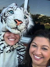 """Debbie Parker on Twitter: """"What a great day at car rider! The kids loved  high 5-ing @AmandaFCFISD !!! @KirkElementary #abraKIRKdabra… """""""