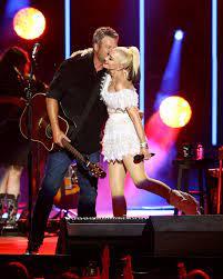 Blake Shelton Introduces Gwen Stefani ...