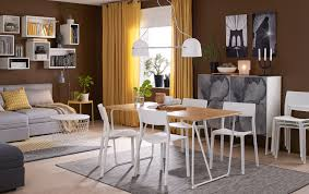 a um sized dining room furnished with a dining table in bamboo with white legs chair