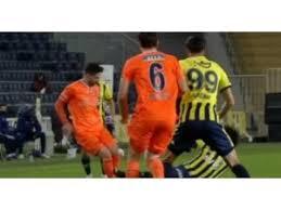 Fenerbahçe'den 4 futbolcu maçta kırmızı kart gördü. Fenerbahce Basaksehir Macinda Tartisilan Pozisyon Gustavo Sari Kart Gordu