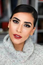 we all want to look our best at holiday festivities but figuing out how to dress up your look apart from your everyday makeup routine can be a bit of a