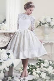 L'immagine di sposa con il tradizionale abito bianco non ti si addice ed anche il giorno delle nozze hai deciso di rompere gli schemi indossando un o ancora dai caleidoscopici anni '70. Abiti Da Sposa 2017 Quale Scegliere