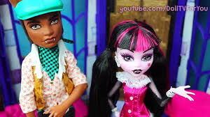draculaura time travels clawd turns evil monster high doll series new episode Видео dailymotion